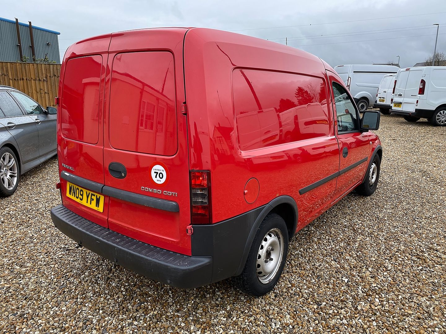 VAUXHALL Combo 1.3CDTi (2009) - Picture 6