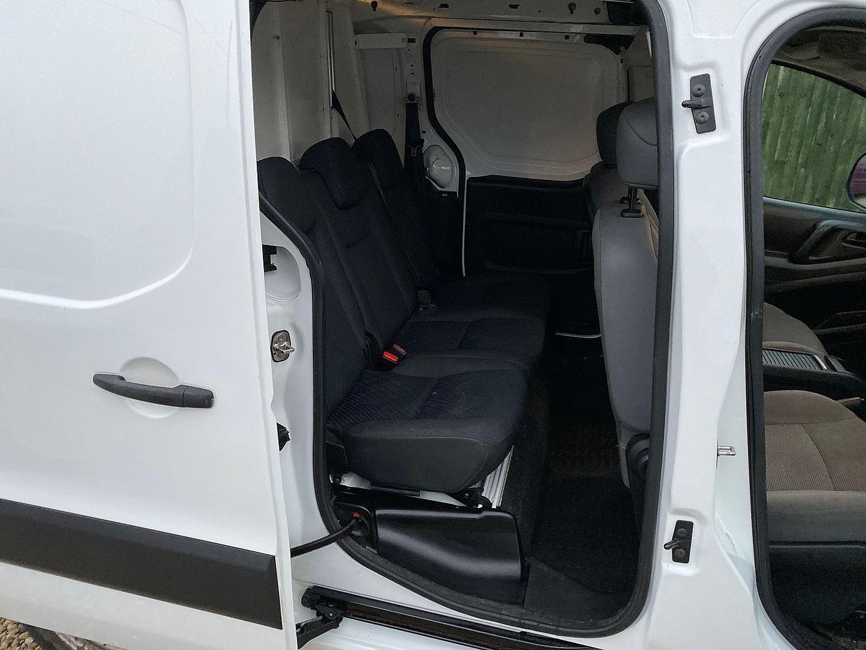 PEUGEOT Partner 1.6HDi 92 850 S L2 crew van (2012) - Picture 2